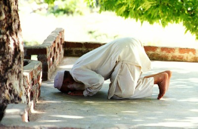 Picture of a muslim man praying